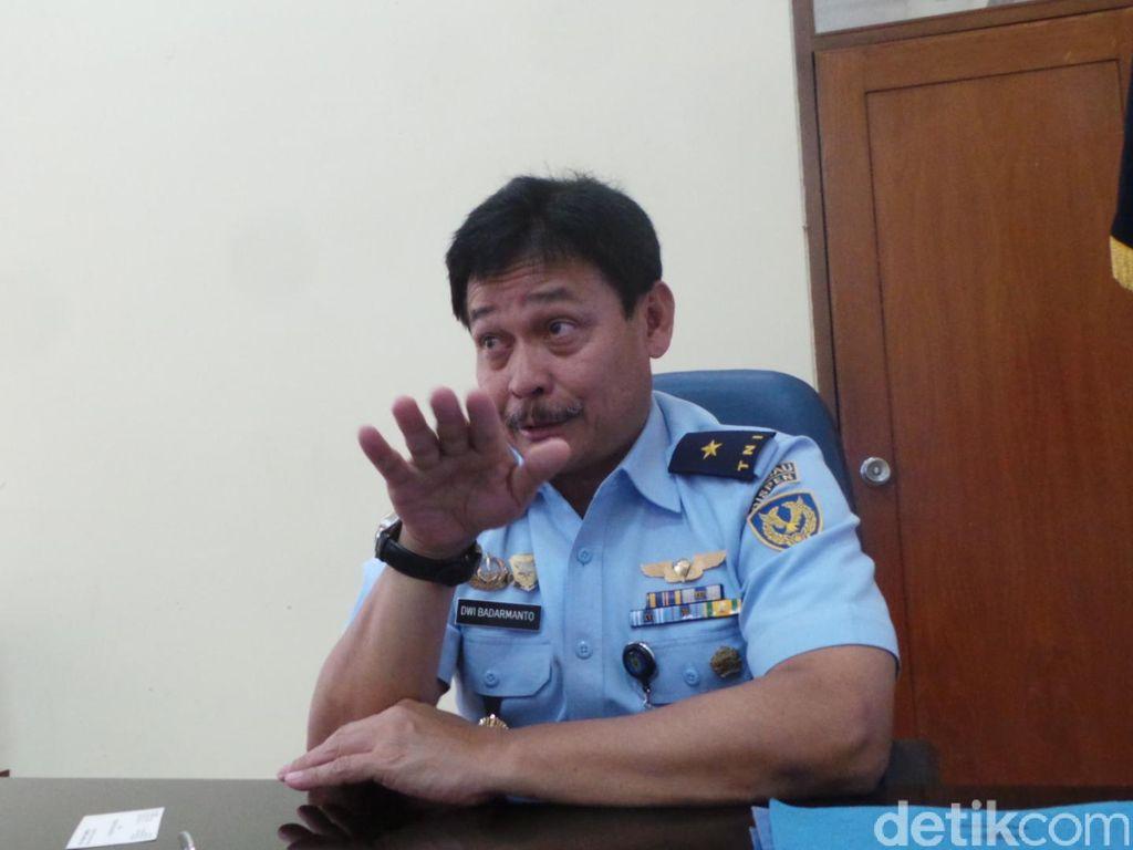 Penerjun Payung Tewas di Halim Menghantam Perumahan TNI AU