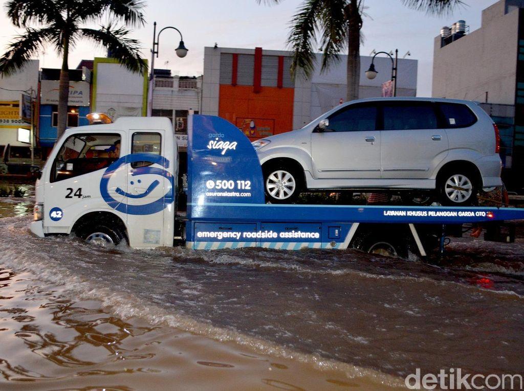 Kesiapan Pihak Asuransi Jemput Mobil yang Terendam Banjir