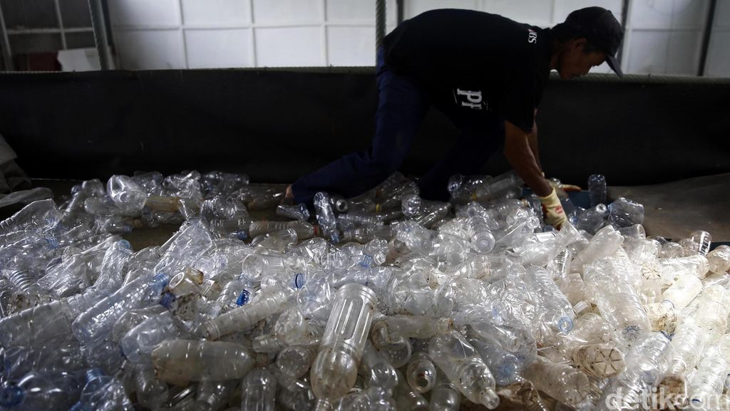 2017, Kemenkeu Bakal Kaji Cukai Plastik dengan DPR