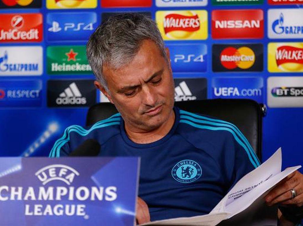 Kabar Pra-Kontrak dan Pro-Kontra Mourinho ke Setan Merah