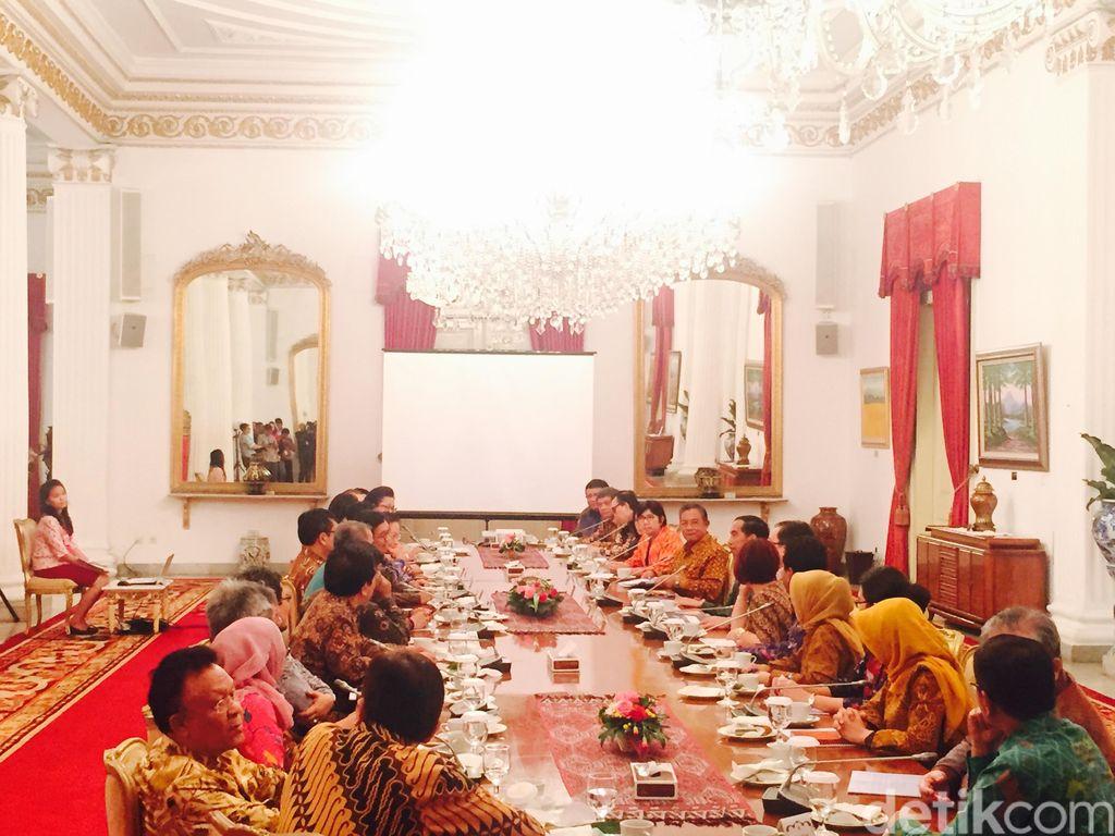 Jokowi Bahas Ekonomi Bersama Para Ahli di Istana