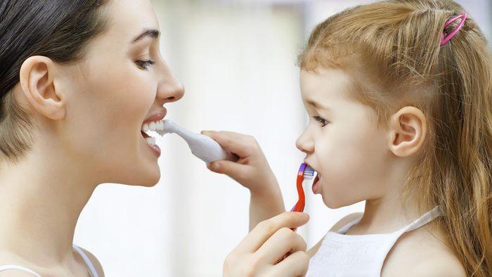 Malas gosok gigi bikin bakteri tubuh subur (Foto: Thinkstock)