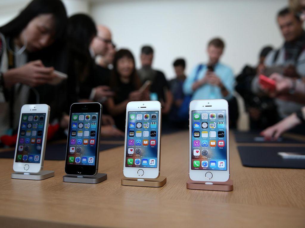 Apple Pertimbangkan Produksi iPhone di AS