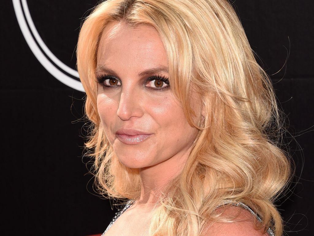 Begini Ekspresi Britney Spears Saat Seorang Pria Melamar Kekasih di Depannya
