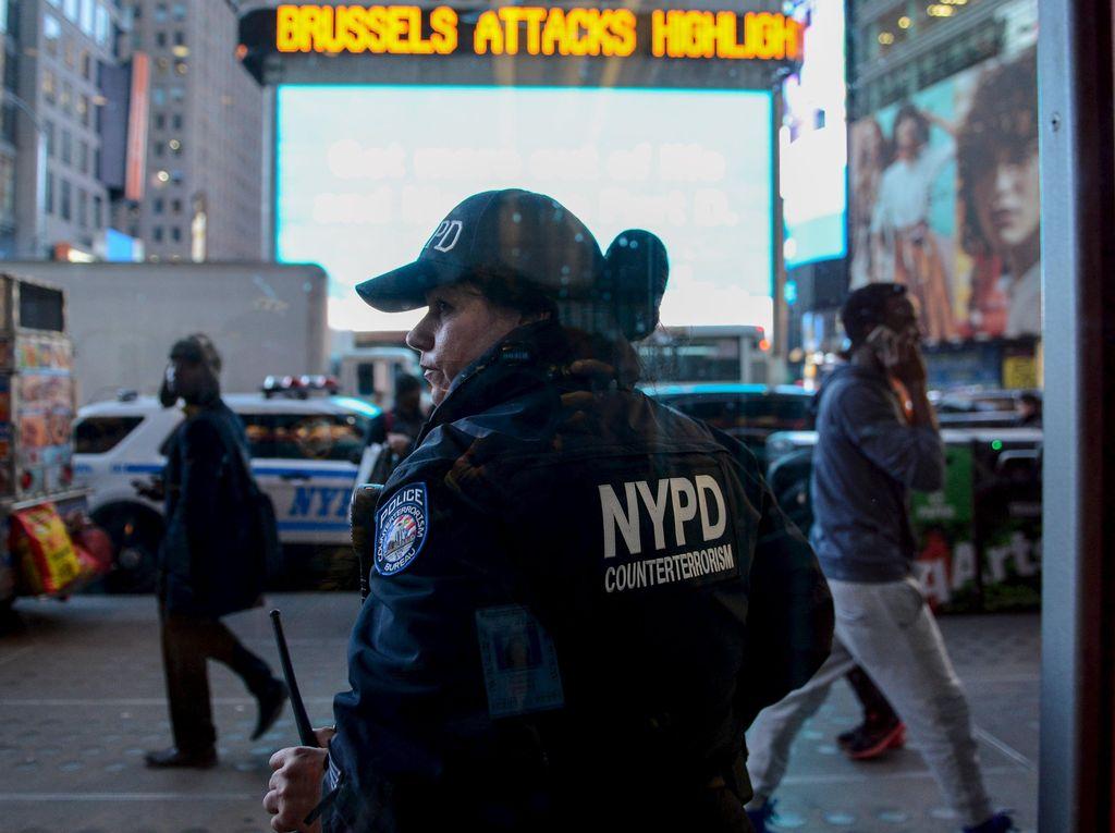Radio NYPD Dibajak Demonstran, Breaking The Law Judas Priest Mengudara