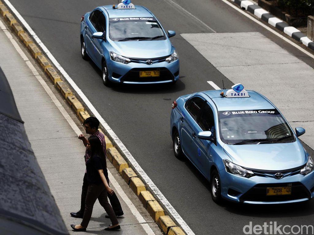Tok! Bluebird Sediakan Dua Mobil Listrik Jadi Taksi