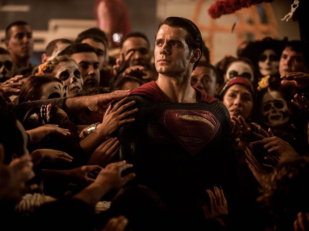 Sambut Bulan Juni, Ini Cara Henry Cavill Peringati Ultah Superman