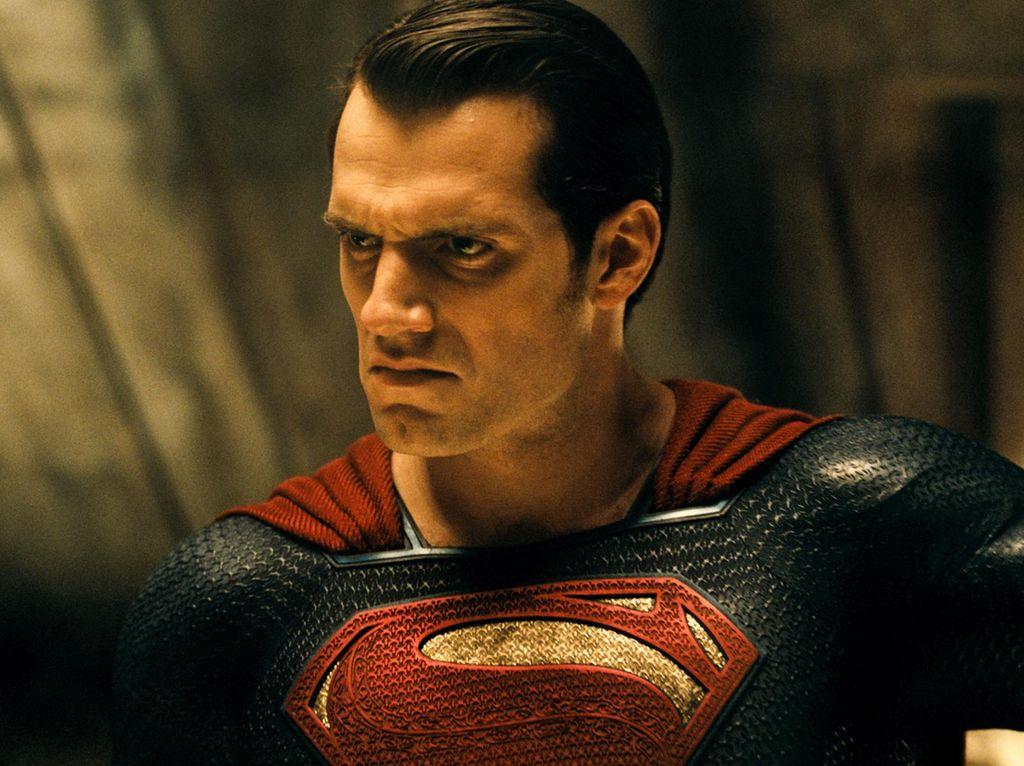 Kata Superman Soal Wonder Woman hingga Persaingan DC dan Marvel