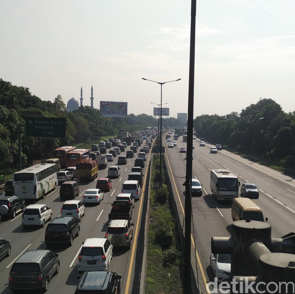 Lalin di Tol Jakarta-Cikampek Masih Padat Siang ini