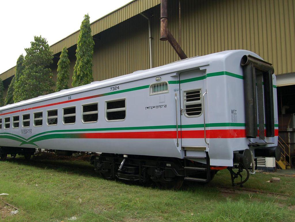 Kereta INKA Mau Dibarter dengan Komoditas Tambang Kamboja