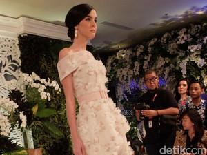 Ivan Gunawan Hadirkan Gaun Pengantin Bunga Peony untuk Pernikahan <i>Outdoor</i>