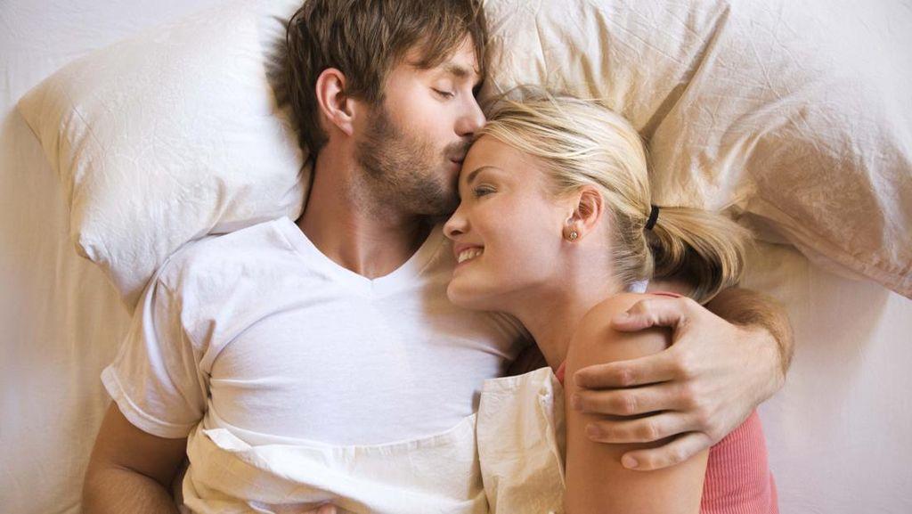 Berbaring Setelah Bercinta Tidak Tingkatkan Peluang Hamil