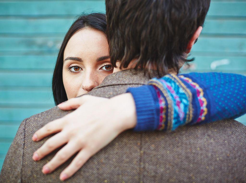 Viral Jasa Profesional Cuddler, Psikolog Sebut karena Ada yang Kesepian
