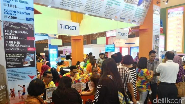 Suasana pembelian tiket (Ardan Adhi Chandra/detikTravel)