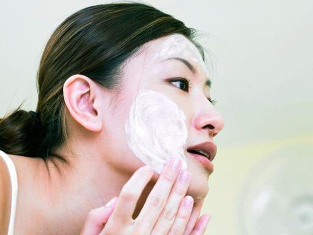 Rekomendasi 6 Pembersih Wajah Oil to Foam untuk Kulit Bersih Maksimal