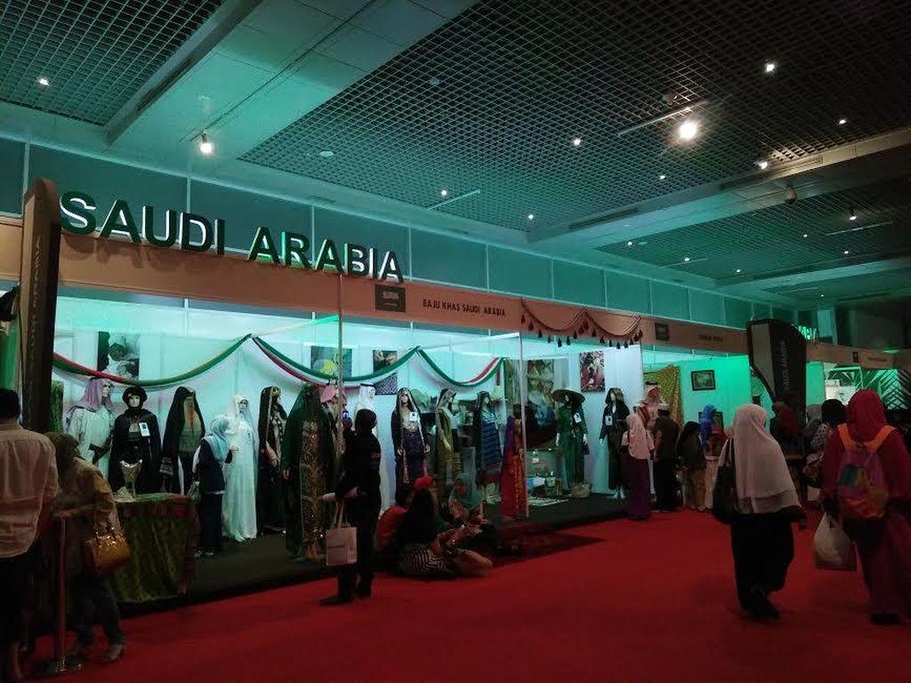 Ingin Kurma, Air Zamzam, dan Alquran Gratis? Datang Saja ke Festival Arab Saudi