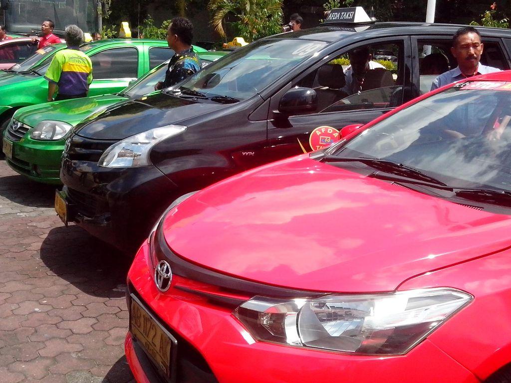 Giliran Sopir Taksi Yogya Bergolak Protes Angkutan Pelat Hitam Berbasis IT