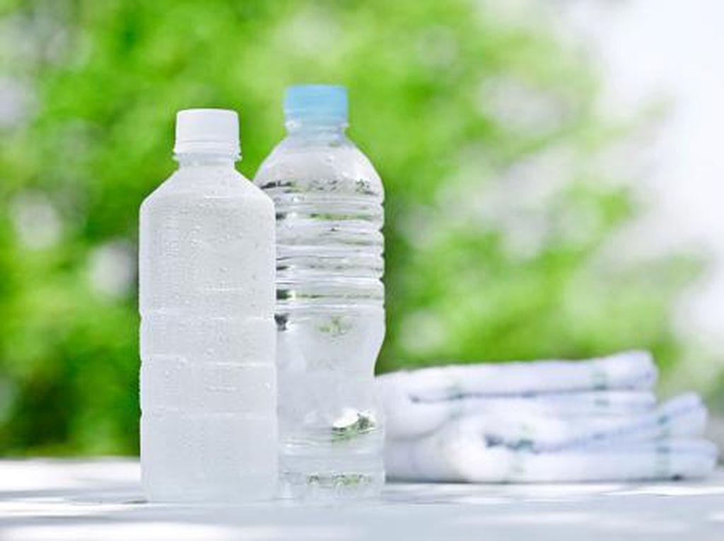 WHO Sebut Mikroplastik di Botol Air Minum Kemasan Tidak Berbahaya