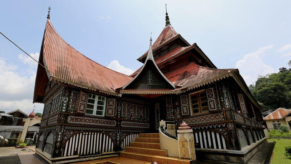 Mengunjungi Masjid Tertua di Padang Panjang