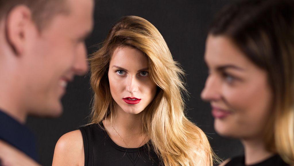 Kisah Pilu Wanita yang Fotonya Tanpa Busana Disebar Selingkuhan Suaminya
