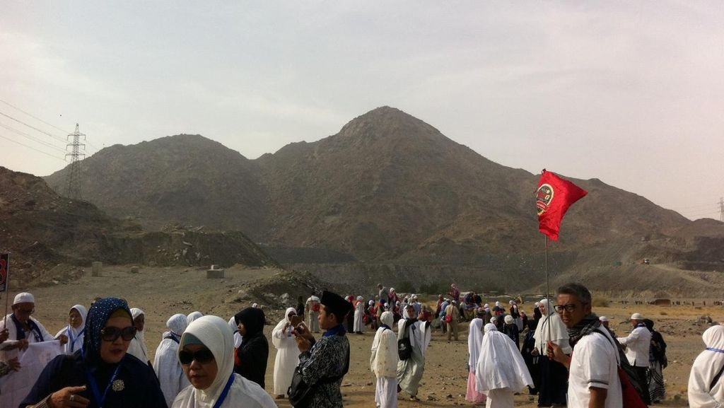 Menyaksikan Tempat Sejarah Perjuangan Nabi Lawan Kaum Quraisy di Jabal Tsur