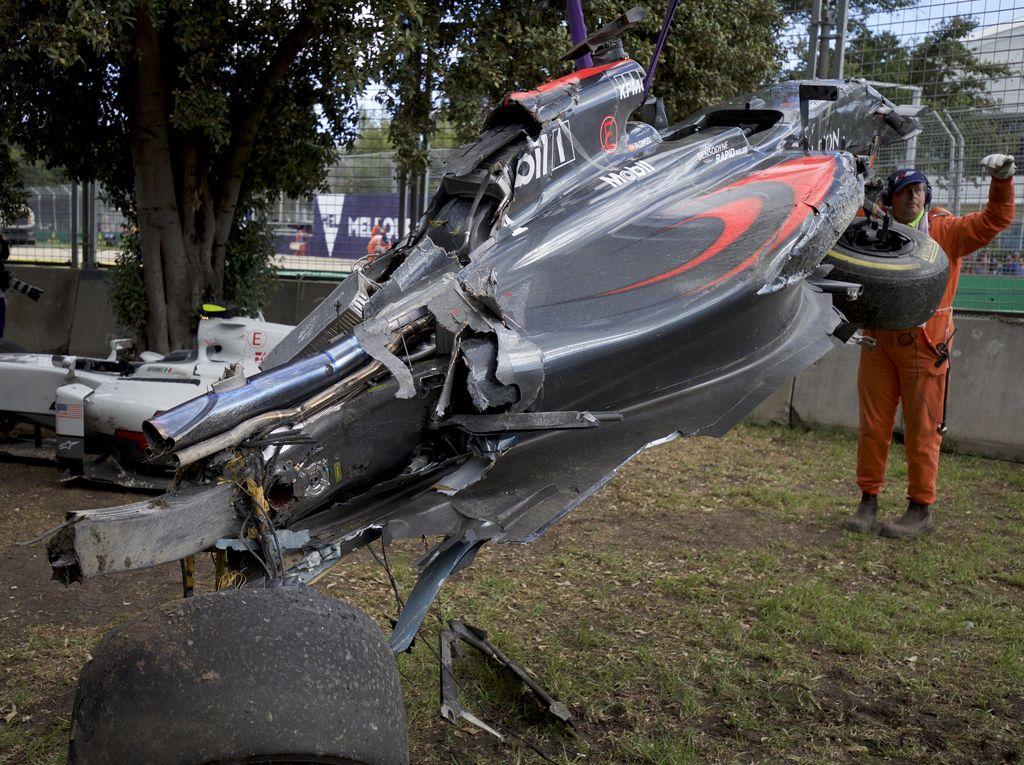 Alonso Pakai Mesin Baru dan Sasis Cadangan di Bahrain
