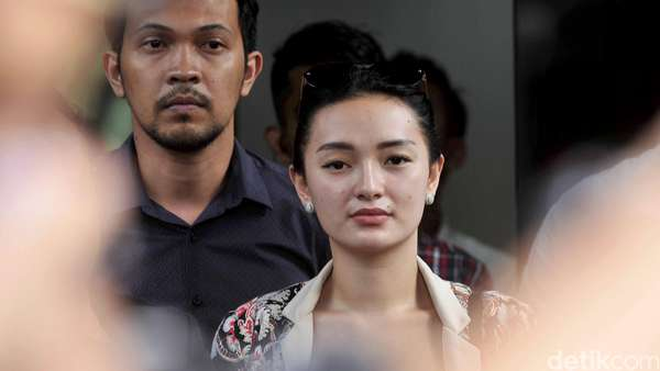 Zaskia Gotik Minta Maaf Kepada Jokowi