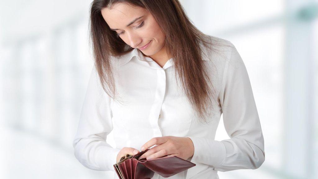 Beri Uang Sebagai Hadiah Anak Usai Hadapi Ujian, Psikolog: Itu Big No!