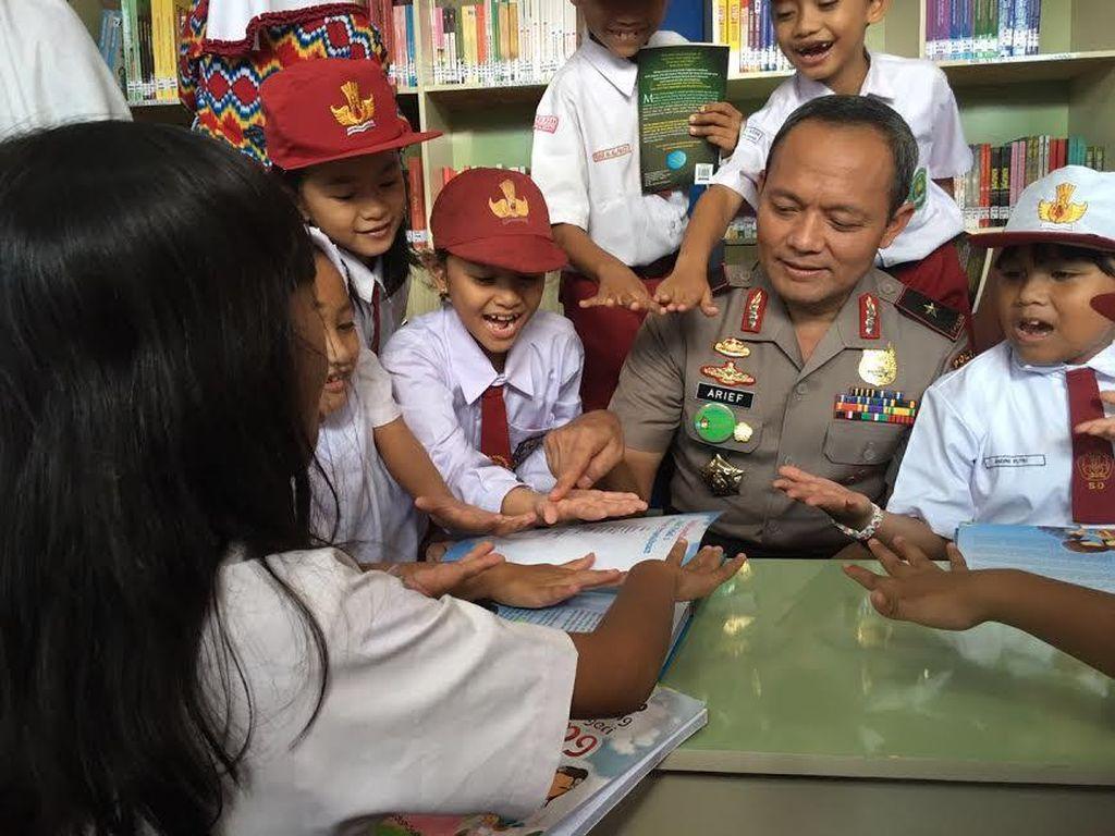 Kisah Buku dan Perpustakaan untuk Anak-anak dari Pak Polisi