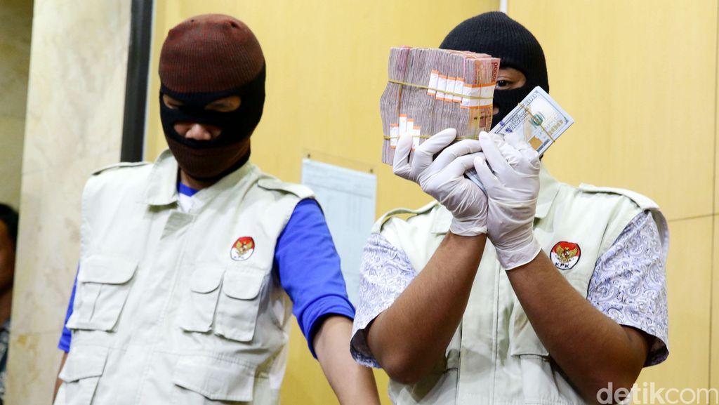 Ini Uang Kasus Suap Anggota DPRD M Sanusi
