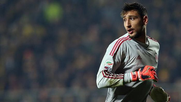 FROSINONE, ITALY - DECEMBER 20:  Gianluigi Donnarumma of Milan during the Serie A match between Frosinone Calcio and AC Milan at Stadio Matusa on December 20, 2015 in Frosinone, Italy.  (Photo by Maurizio Lagana/Getty Images)