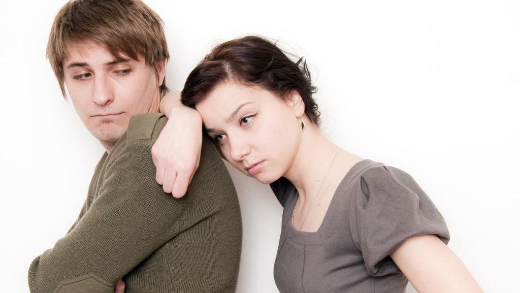 Cara Menghadapi Kekasih yang Selalu Lebih Pilih Main dengan Temannya