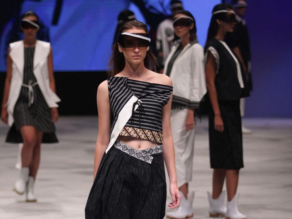 Dilirik Desainer Muda, Lurik Jadi Busana Modern yang Laris Dicari Pembeli