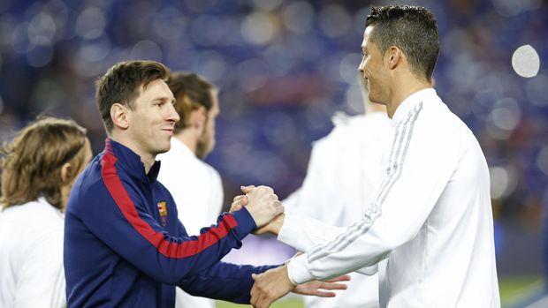 Lionl Messi dan Cristiano Ronaldo ceta 100 gol di usia 22 tahun.