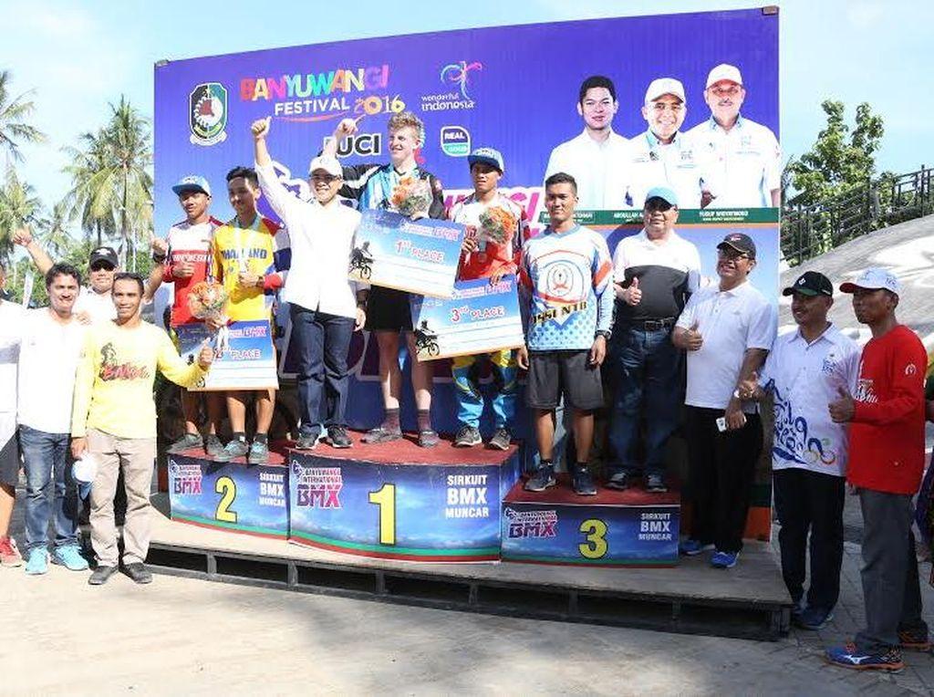 Elga dan Therkelsen Jawara Banyuwangi Internasional BMX 2016