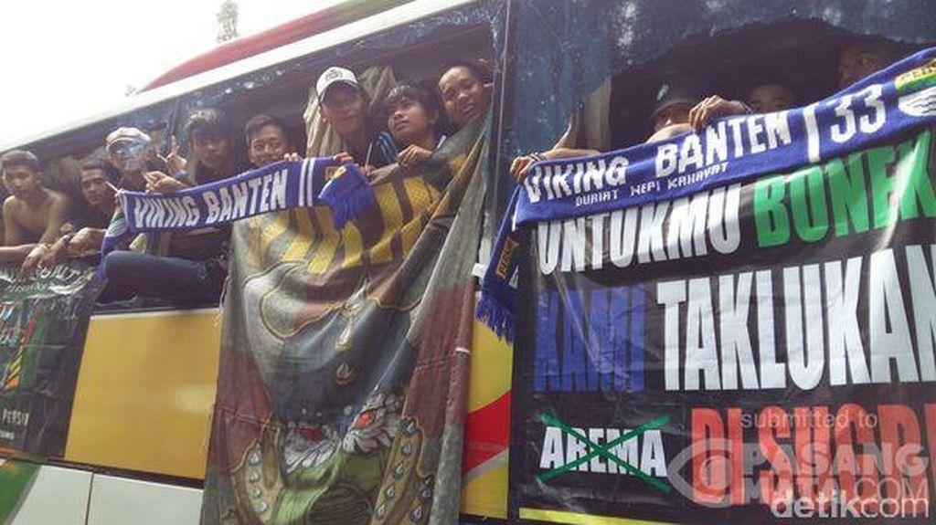 Antisipasi Kepulangan Suporter Bola, Polisi Berjaga di Tol Jakarta-Cikampek