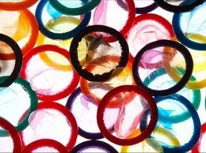 Aktivis AIDS Australia Ditahan di Bandara Denpasar karena Bawa 720 Kondom