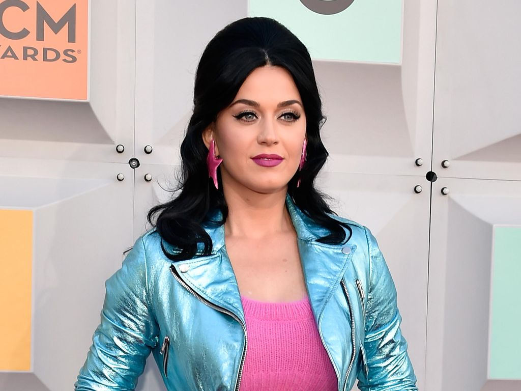 Katy Perry Segera Rilis Koleksi Sepatu Berdesain Unik