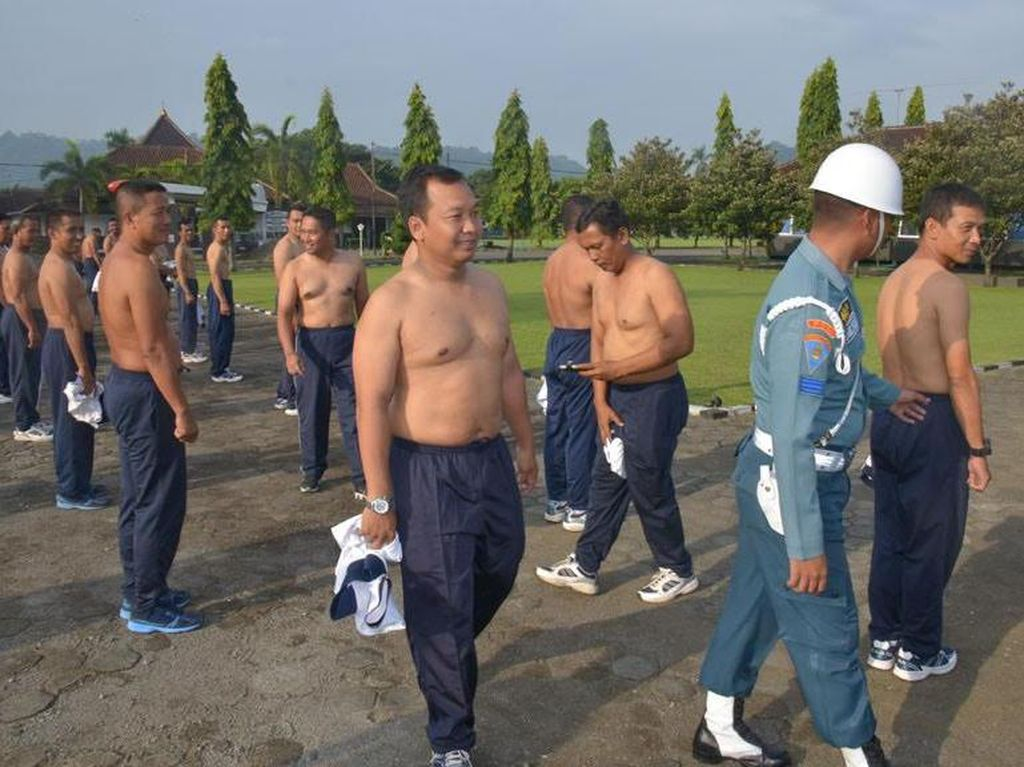 Razia Tato Digelar, Prajurit TNI AL Dilucuti Pakaiannya