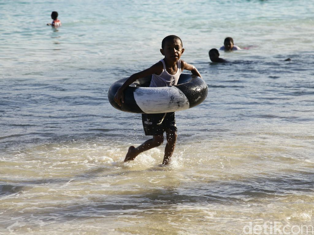 Indahnya Pantai Pasir Putih Manokwari