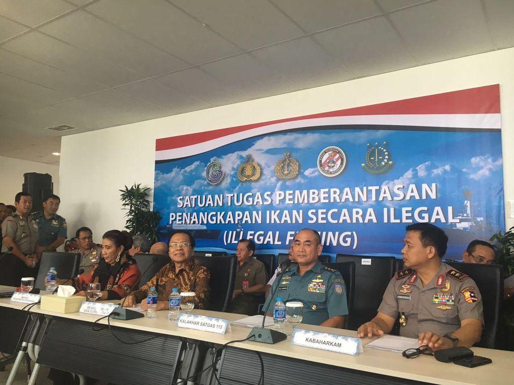 Menteri Susi dan Rizal Ramli Pantau Peledakan Kapal Ikan Serentak di 7 Titik