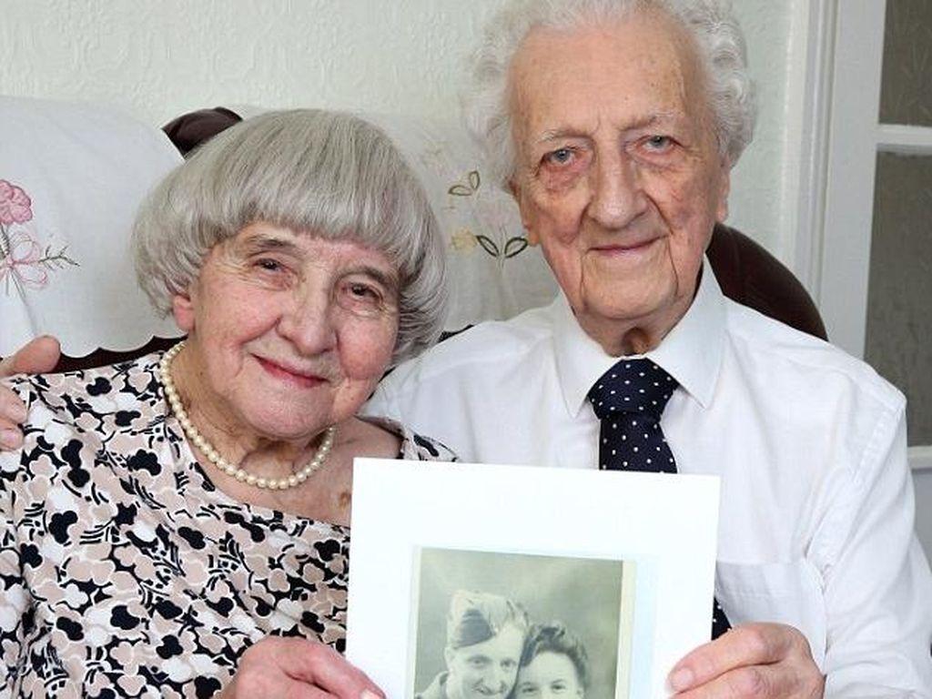70 Tahun Terpisah, Kakek 90 Tahun Ini Akhirnya Lamar Wanita Pujaannya