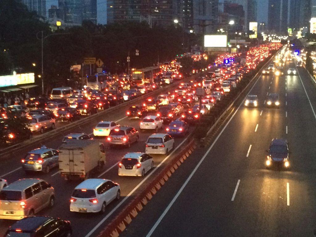 540 Hari Proyek Layang Semanggi, Lalin HI ke Cawang via Jalur Cepat Ditutup