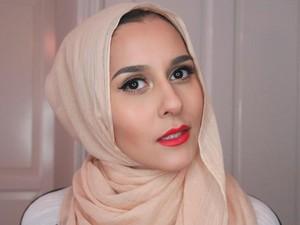 Video Dina Tokio Viral karena Reaksi Lucunya Saat Baca Komentar Islamophobia