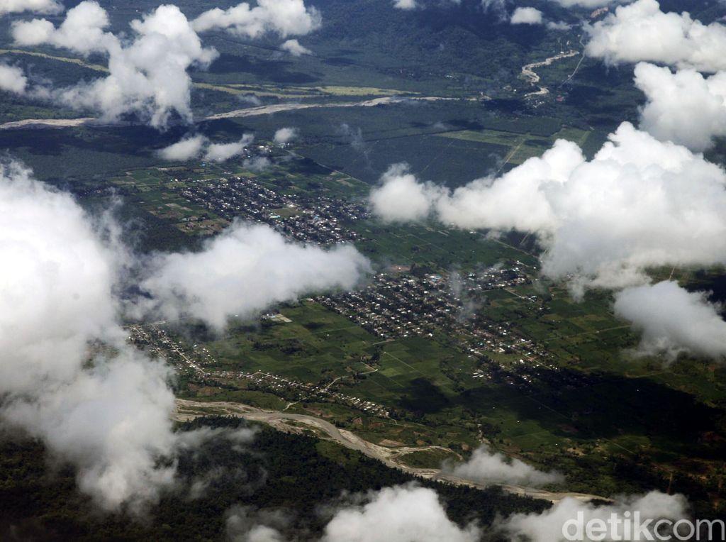 Indahnya Kota Manokwari dari Ketinggian