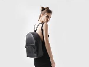 Klip Dasi Hingga <i>Backpack</i>, 7 Hal Ini Buat Karyawan Tampak Tak Profesional