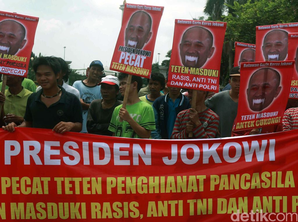 Puluhan Orang Demo Teten Masduki