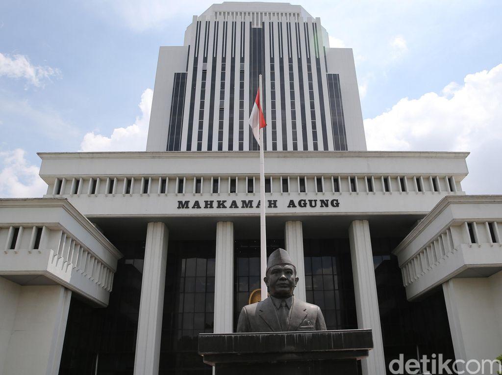 OTT Aparat Pengadilan, Edy Ditangkap Saat Makan Siang