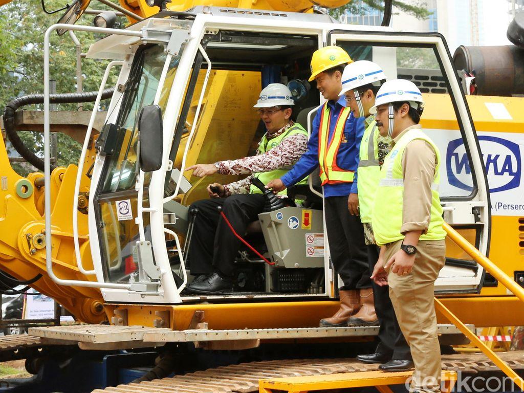 Naik Ekskavator, Ahok Resmikan Pembangunan Flyover Bundaran Semanggi