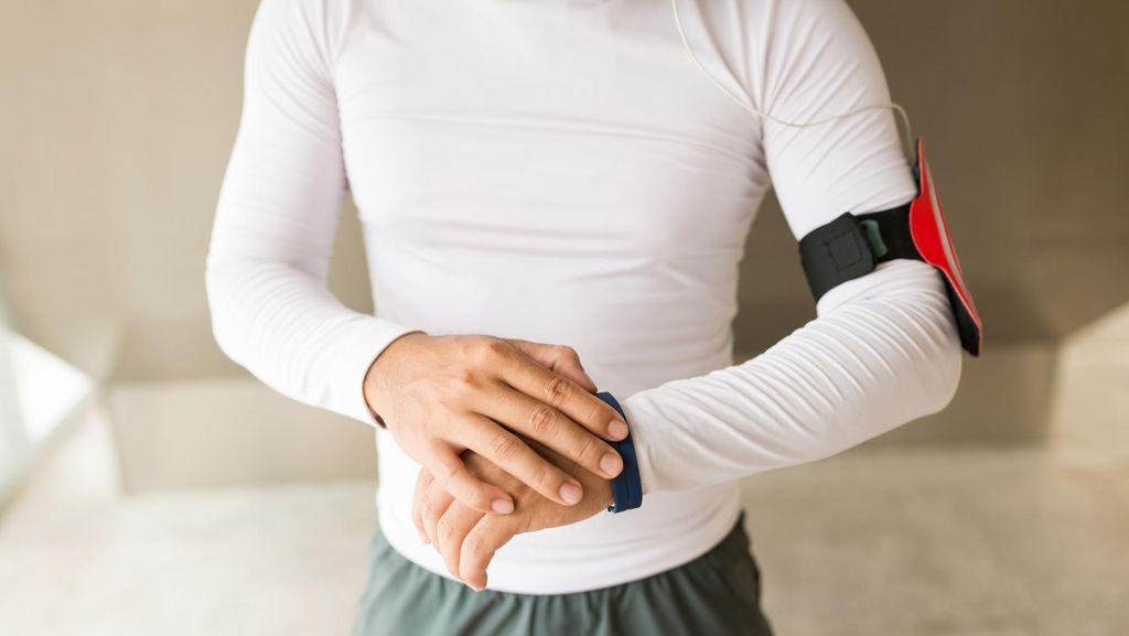 Bawa Ponsel Saat Olahraga Bisa Pengaruhi Postur